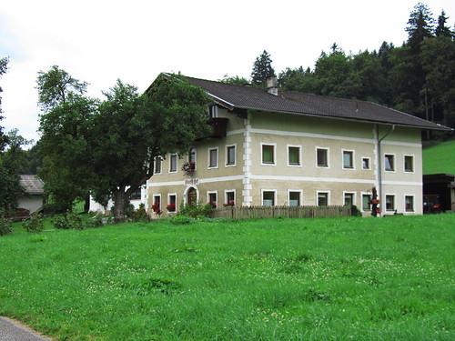 20110908 23 442 Jakobus Bauernhaus Fenster Baum