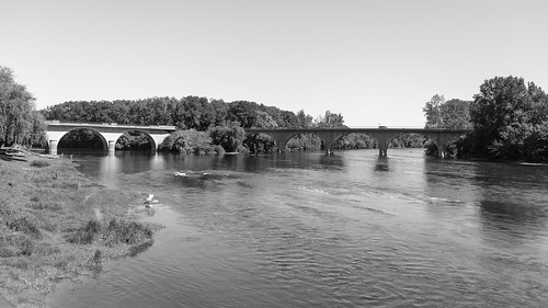 The confluence of the Vezere (L) and the Dordogne (R) at Limeuil