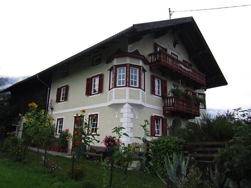 20110909 24 012 Jakobus Breitenbach Hausfassade Balkon Blumen