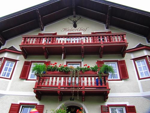 20110909 24 011 Jakobus Breitenbach Hausfassade Balkon Blumen
