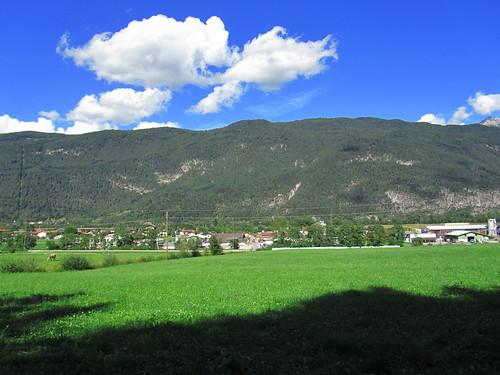 20110912 27 340 Jakobus Berg Wolken Ortschaft Wald Wiese