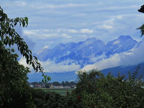 20110912 27 080 Jakobus Ortschaft Berge Bäume Wolken