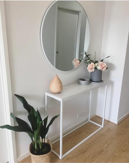 Perfect entry Por la mesa y el espejo
