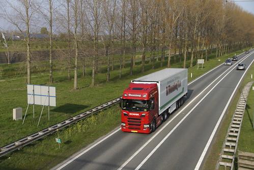 Scania R450 Wezenberg met kenteken 83-BLZ-9 op de A15 in Bemmel 09-04-2019