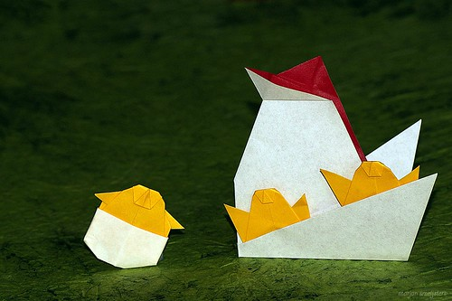 Origami Hen and her Chicken (Taiko Niwa)