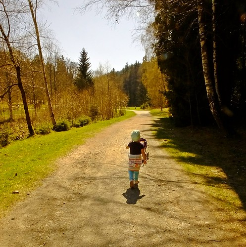 Osterspaziergang mit Enkelin -Easter walk with granddaughter