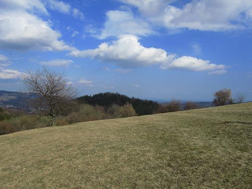 20110327 392 Jakobus Weite Hügel Wolken Wald Wiese