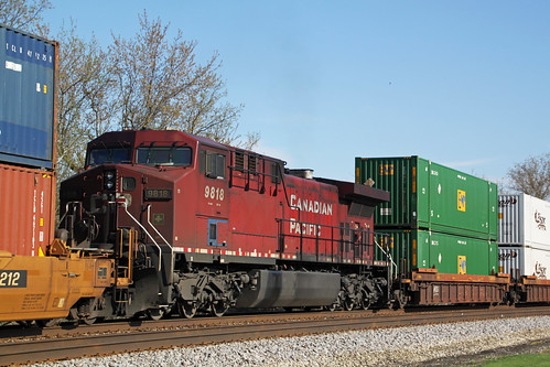 CP 9818's grime level stands out on a railroad ruled by grimy GEs