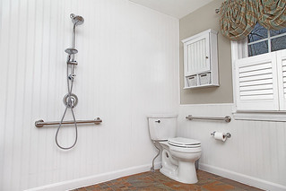 13-BATHROOM-WHEELCHAIR-ACCESSIBLE