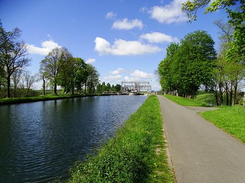 Le canal du Centre à Thieu