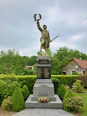 Kriegsdenkmal in Estree-Blanche, Frankreich - Photo of Nédonchel