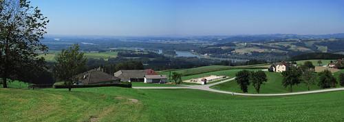 20110826 10 252 Jakobus Weite Wiese Hügel Wald Donau Fluß_P01