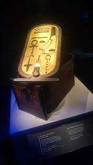 Boîte avec cartouche en bois incrusté