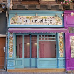 Colourful Retail Frontage - Chalon-sur-Saône - Photo of Saint-Loup-de-Varennes