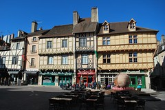 Place Saint Vincent - Chalon-sur-Saône - Photo of Saint-Loup-de-Varennes