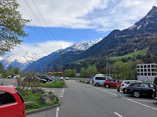 Somewhere in Switzerland.Где-то в Швейцарии.