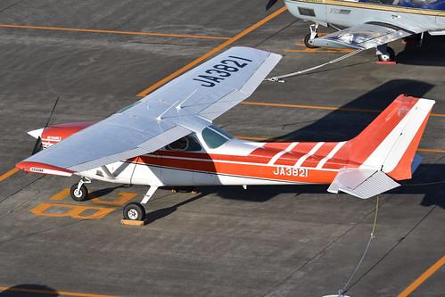 Cessna 172N Skyhawk 'JA3821'