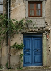 Doorway in Camon - Photo of Lagarde