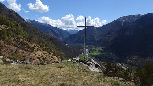 Gipfelkreuz am Bergweiler Cropp (709 m.ü.M.) oberhalb von Maggia