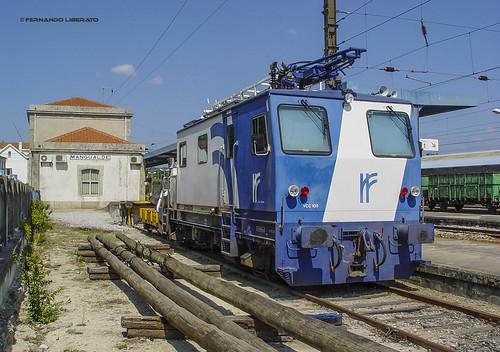 VCC-105 Veículo Conservação Catenária. RF Rede Ferroviária Nacional.