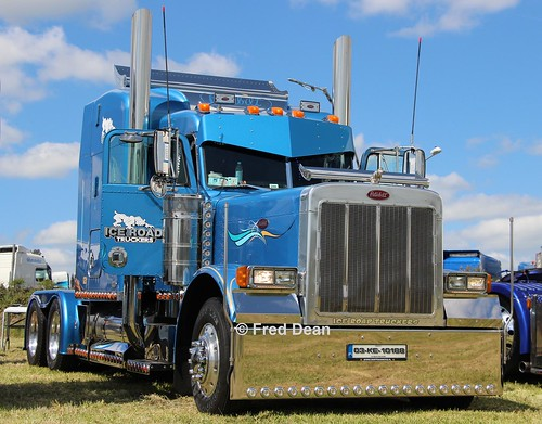 Ice Road Truckers Peterbilt 379 (03KE10188).