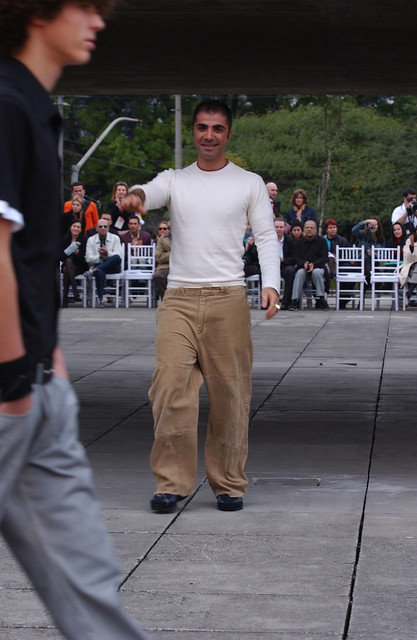 Verão 2003 - Desfile Skatistas masculino por Fause Haten