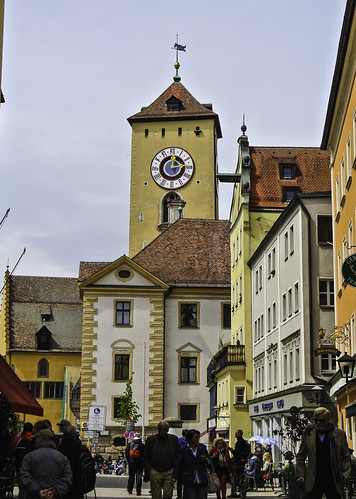 Buntes Regensburg an einem bewölkten Tag - Colorful Regensburg on a cloudy day