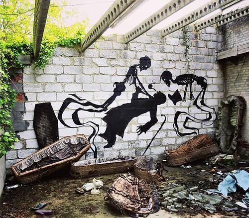 #Ghent update : #ghostsinthegraveyard / #streetart by #KlaasVanderLinden. . #Gent #urbex #Belgium #urbanart #graffitiart #streetartbelgium #graffitibelgium #visitgent #muralart #streetartlovers #graffitiart_daily #streetarteverywhere #streetart_daily #ilo