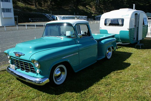 1955 Chevy pickup + Starliner caravan (2)