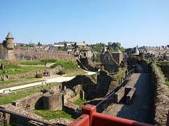 Otro punto de vista del interior del castillo (Castillo de Fougéres) - Photo of Beaucé