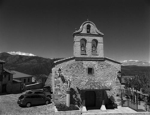 La Hiruela, iglesia de San Miguel Arcángel.