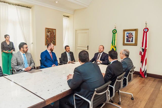 Presidente da AMMA participa de ato que sanciona lei do fracionamento de férias