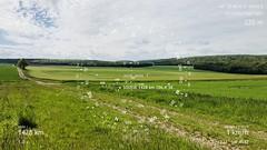 Étape N° 9 Vermenton - Vézelay : boussole pointant vers la ville de Sousse, vis-à-vis de l'atelier de Ridha Dhib