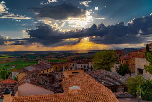 The day is coming to an end at the Village of Hita ......, Llegando a su fin el día en el Pueblo de Hita......