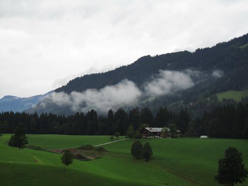 20110908 23 228 Jakobus Berge Wolken Wald Bäume Häuser