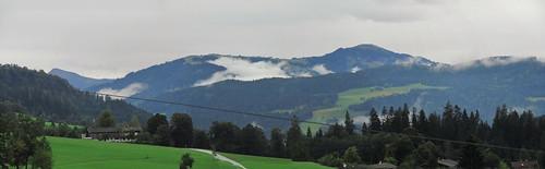 20110908 23 174 Jakobus Berge Wald Wolken Haus Wiese_P01