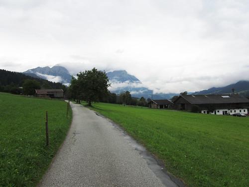20110908 23 101 Jakobus Weg Wolken Berg Wald Wiese