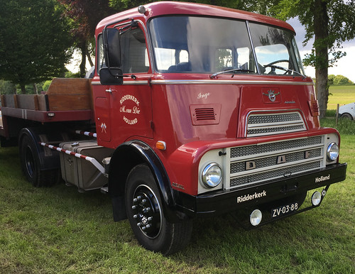 Classic DAF 2400 DK 'trapezoid grille' truck