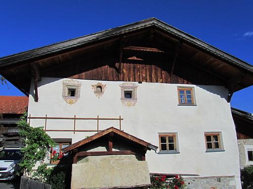 20110914 29 572 Jakobus Hausfassade Fenster