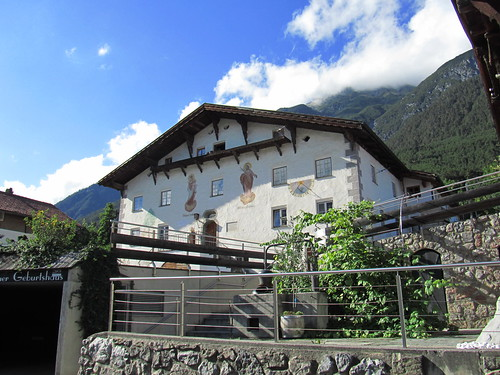 20110914 29 564 Jakobus Stanz Hausfassade Bilder Wolken