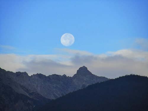 20110914 29 012 Jakobus Karres Berge Wolken Mond Wald_K