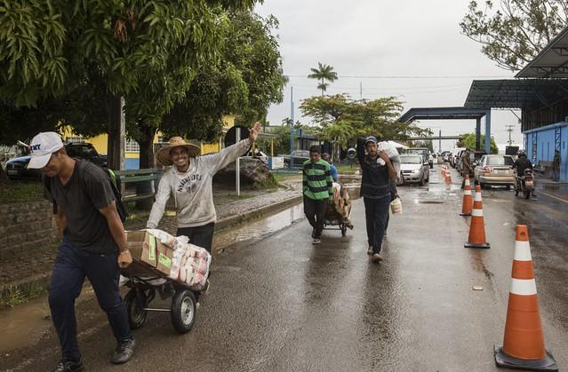 Venezuela e Brasil reabrem fronteira terrestre depois de 75 dias; entenda