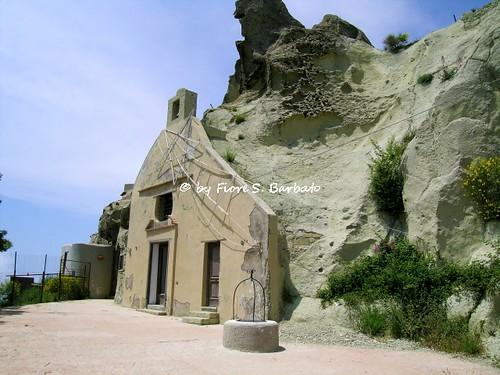 Serrara Fontana (NA), 2005, Sul Monte Epomeo. Chiesa - Eremo di San Nicola sul Monte Epomeo, parzialmente scavata nel tufo.