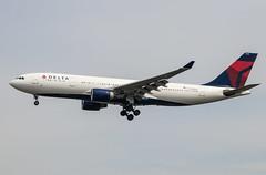 EGLL - Airbus A330-223 - Delta Air Lines - N858NW
