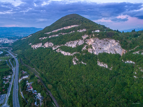 Pyramidal mount