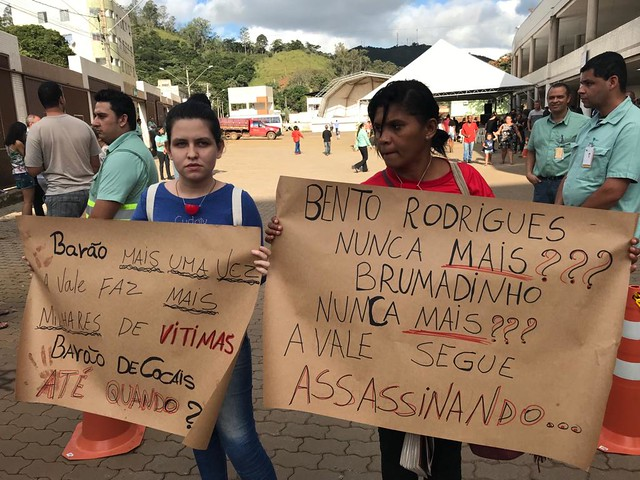 Moradores protestaram em treinamento de evacuação da cidade, neste sábado (18) - Créditos: Divulgação