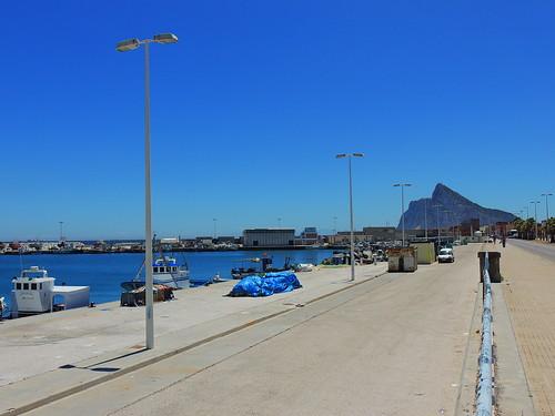 <Puerto Pesquero La Atunara> La Línea de la Concepción (Cádiz)