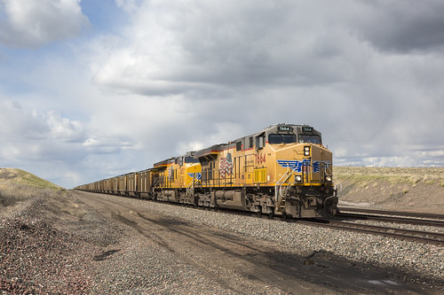 2019-05-10 1617 UP 7664 on EB Coal Train, Bill, WY