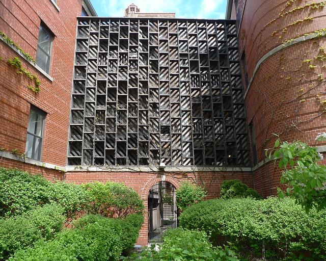 courtyard entrance lattice