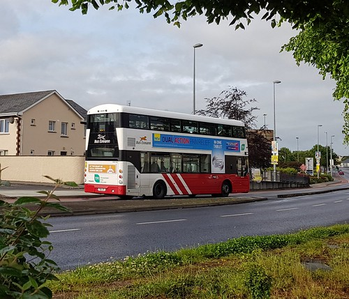 Bus Éireann (Roxborough, Linerick) Dual-Door Wright Gemini 3 Volvo B5TL VWD422 (182-L-12) on Route 304 at St. Nessan's Road, Dooradoyle, Limerick on Sunday morning, 26th May, 2019.